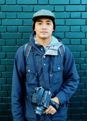 Ryan Legaspi, de 21 años, retrató a estudiantes para la campaña de publicidad que se lleva a cabo a lo largo de la ciudad. Ryan Legaspi, 21, photographed students for the citywide advertisement campaign. Photo Ryan Ormsby