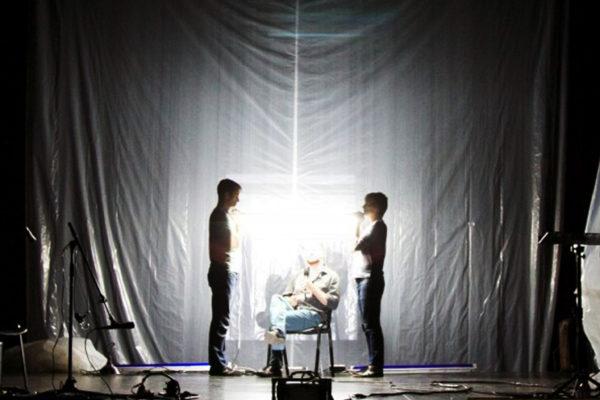 Representación de Juárez: un documental de mitología. Foto courtesía Theater Mitu