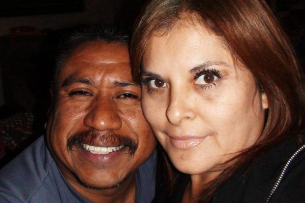 Fabian Rebolledo y su esposa Patty Ramos, a quien conoció en México, despues de ser deportado de los EEUU. Cortesía Fabián Rebolledo
