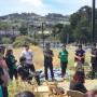El grupo de jóvenes Urban Campesinos se reunió el 14 de junio para discutir el diseño de la granja comunitaria en el parque Crocker. Foto Courtesía: PODER