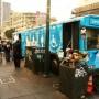 Un autobús de Lava Mae ofrece su servicio a indigentes del barrio Tenderloin en San Francisco. Foto Adrian Pintor