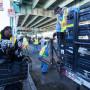 """Personal del Departamento de Obras Públicas de San Francisco """"limpian"""" el campamento de indigentes ubicado en la calle División el 1 de marzo, luego de que la ciudad declarar asunto de riesgo a la salud pública. Crews from the San Francisco Foto Santiago Mejia."""