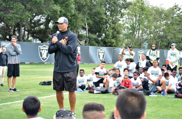 Anthony Muñoz speaks to children about the importance of staying active and eating healthy at the NFL Play 60 Character Camp in Alameda. Photo Alejandro Galicia Diaz