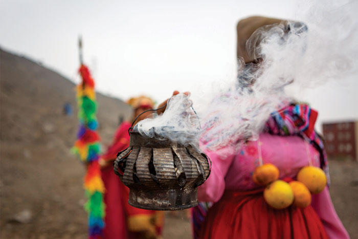 A student from Daniel Alcides Carrión burns sage during a procession to Fortaleza de Campoy's plaza, where the Inti Raymi celebrations are held every year. Photo Manuel Orbegozo