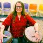 Celia Sampayo Pérez, venezolana y terapista de reducción de daño, coordina un círculo de tambores curativos cada miércoles en la Hospitality House en el Tenderloin. Foto Armando Valdez