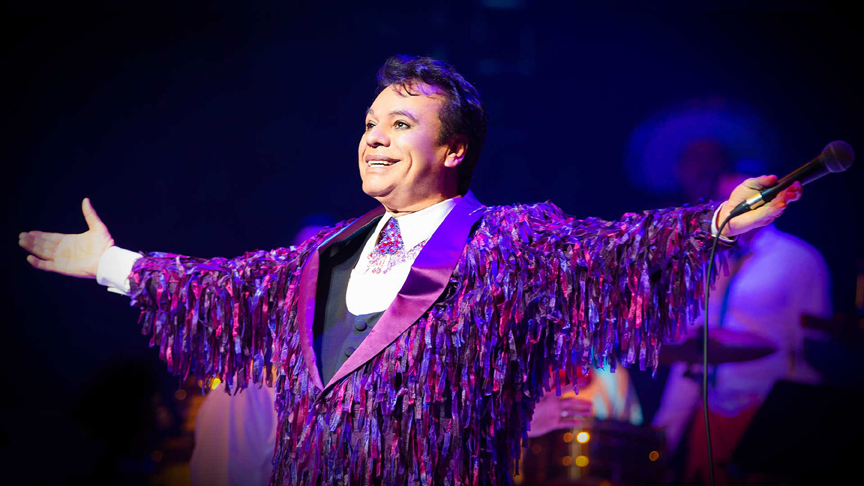 Juan Gabriel was known for his lively concert performances, which sometimes lasted as long as 5 hours.