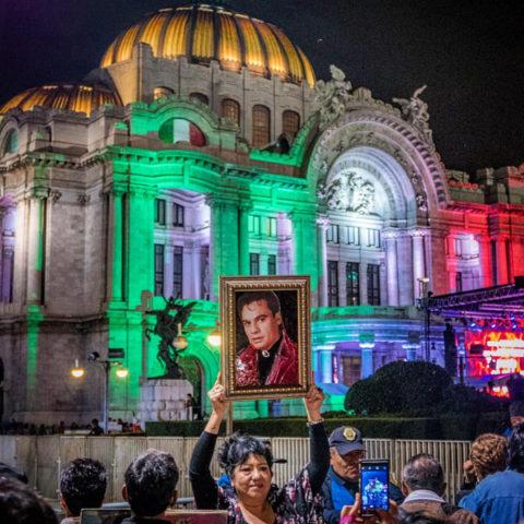 Hundreds attend Juan Gabriel's memorial outside of Mexico City's Palacio de Bellas Artes on Tuesday, Sept. 6. Photo: Rodrigo Jardon