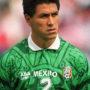 Claudio Suárez durante su temporada en la selección mexicano de fútbol.
