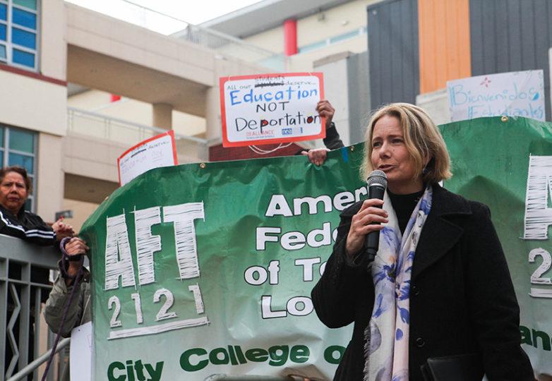 La rectora interina del CCSF, Susan Lamb, asegura que la institución permanecerá siendo santuario para estudiantes indocumentados. Foto: Cassie Ordonio