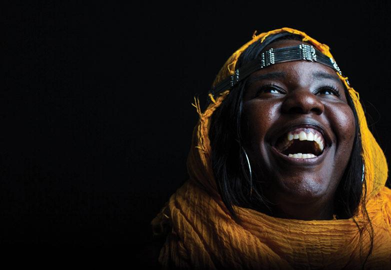 """""""Hay mucha belleza y fuerza entre las mujeres de color. Tenemos el poder de expresar nuestra cultura a través de una simple pero elegante forma, y en esto me siento respaldada"""". — Chantel Carnes"""