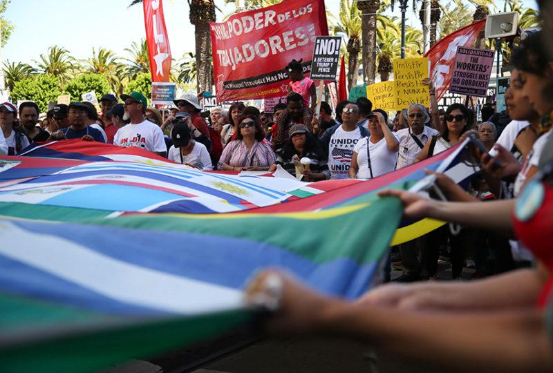 Miles se reunen para marchar desde la Justin Herman Plaza por la calle Market en el 'Día Sin Inmigrantes'. Foto: Emma Chiang