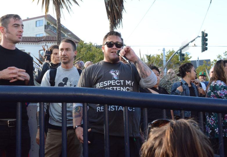 """Kody Horton, un veterano de guerra, discapacitado y transgénero, residente de San Francisco, refiere el veto que Trump anunció en contra de que personas transgénero participen en la milicia: """"No puse mi vida en riesgo para esta mierda"""". Foto: Jay Garcia"""