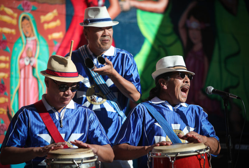 Escola Nova de Samba group performs music in front of the House