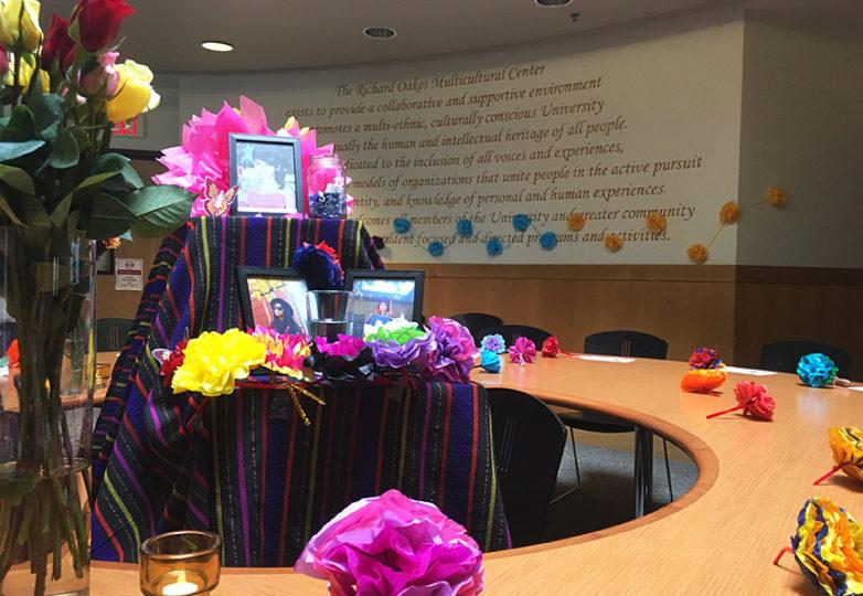Un altar colocado por amigos y familiares de Gabriela Sánchez, es exhibido en el Centro Multicultural Richard Oakes de la Universidad Estatal de San Francisco. Foto: Alejandro Galicia Diaz