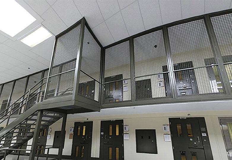 Celdas de confinamiento solitario en el Centro de Detención Adelanto. Cortesá: ICE.gov