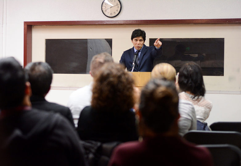 California State Senate President Kevin de León, who is running for a U.S. Senate seat in the 2018 elections against incumbent Dianne Feinstein, speaks to a crowd at a meet and greet at the Mission Language and Vocational School in San Francisco, Jan. 22, 2018. Photo: Aaron Levy-Wolins