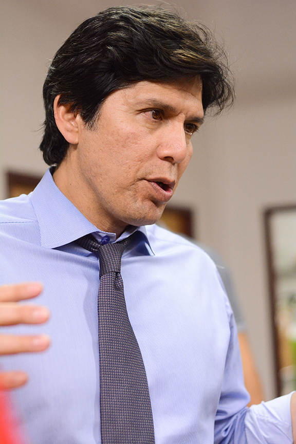 Latino challenging Feinstein for U.S. Senate visits the ...