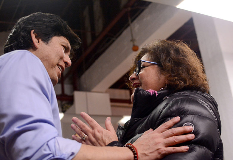 California State Senate President Kevin de León, who is running for U.S. Senate in the 2018 elections against incumbent senator Dianne Feinstein, talks with María Alegría at a meet and greet with him at the Mission Language and Vocational School in San Francisco on Jan. 22, 2018. Photo: Aaron Levy-Wolins