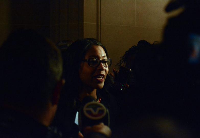 La alcaldesa interina, London Breed, habla ante los medios y simpatizantes acerca de la próxima elección para alcaldía. Foto: Aaron Levy-Wolins