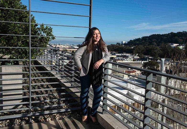 Monica Valencia en su oficina en el Centro de Derecho Koret de la Facultad de Derecho de la Universidad de San Francisco, el 5 de febrero de 2018. Ella es cofundadora y codirectora del Fondo Dreamer. Foto: Desiree Rios