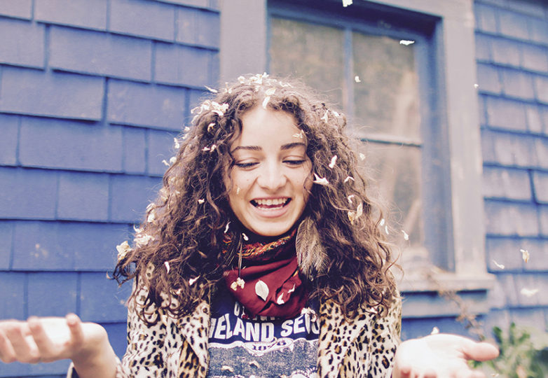 La rapera Chhoti Maa, en su casa en Oakland el 14 de mayo. Foto: Erica Marquez