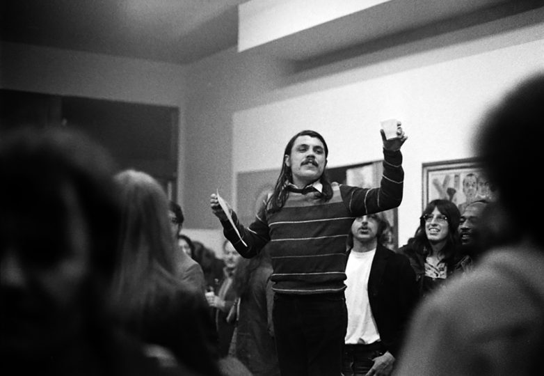 René Yáñez hace un brindis, circa 1970s. Foto: Joe Ramos