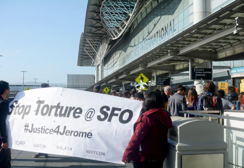 Una protesta por la supuesta tortura y deportación del activista Jerome Aba. Foto: Aaron Levy-Wolins