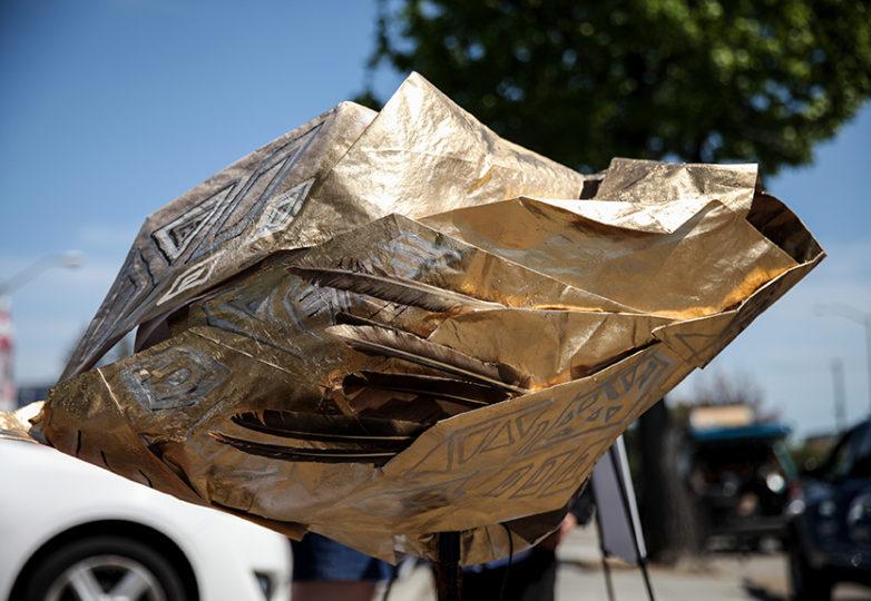 El artista de San Francisco, Iván López creó la escultura 'El Tímpano', un micrófono comunitario, en forma de concha de mar, inspirado en la concha ceremonial utilizada en las culturas mesoamericanas. Foto: Ekevara Kitpowsong