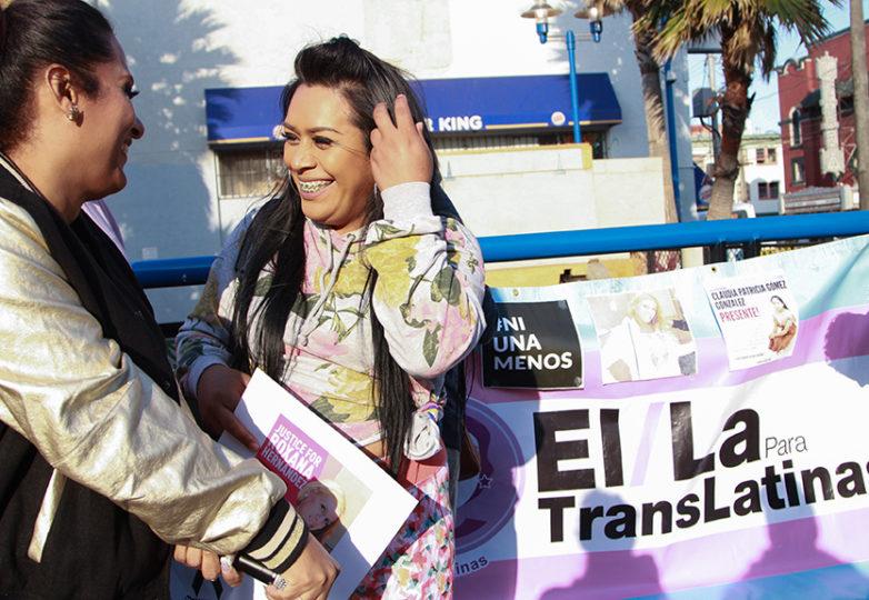 La coordinadora de difusión de El/La Para TransLatinas, Sthefany Galante y Jessycka Ckatalella asistieron el 6 de junio de 2018  a la velada en honor a la mujer trans asesinada, Roxanna Hernández. Foto: Estivaly Moreno