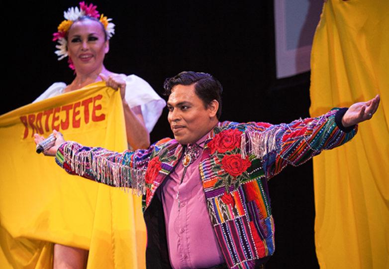 Arturito Barrera, participa en la competencia de talentos de Miss & Mr Safe Latino 2018, llevado a cabo en el Marines' Memorial Theatre el 21 de junio. Foto: Ekevara Kitpowsong