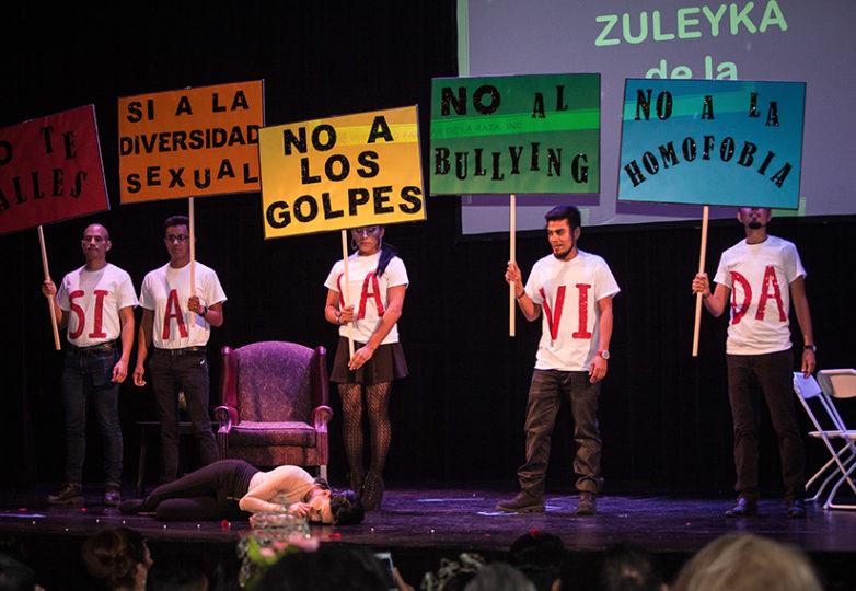 Zuleyka de la Torre se presente en el escenario del Marines' Memorial Theatre de San Francisco el 21 de junio de 2018,  durante la competencia de talentos de Miss & Mr Safe Latino 2018, un certamen comunitario que promueve el bienestar LGBTQ. Foto: Ekevara Kitpowsong