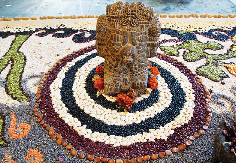 Altar de semillas para la Tierra, el Sol y la Luna, creado por el programa Common Roots de PODER. Foto: Kyler Knox