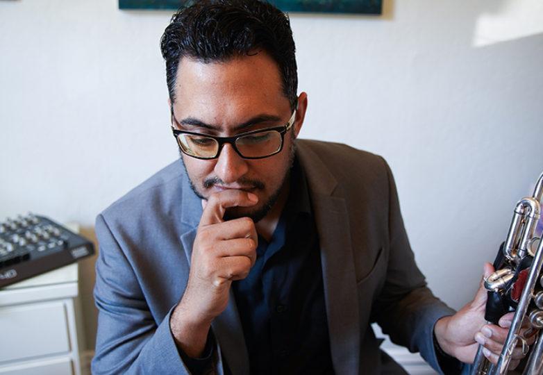 El ganador de Grammy, el jazzista Mario Alberto Silva, en su casa en San Francisco, el 6 de agosto de 2018. Foto: Kyler Knox