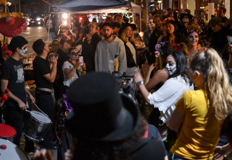 Visitors celebrate Dia de Muertos outside of Casa Bonampak on Valencia Street, in San Francisco's Mission district, Friday November 2, 2018. Photo: Mabel Jiménez/Calle 24