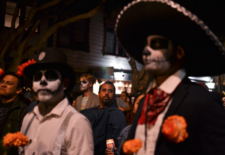 Visitors from San Francisco and beyond participate in the main procession on Dia de Muertos in San Francisco's Mission district, Friday November 2, 2018. Photo: Mabel Jiménez/Calle 24