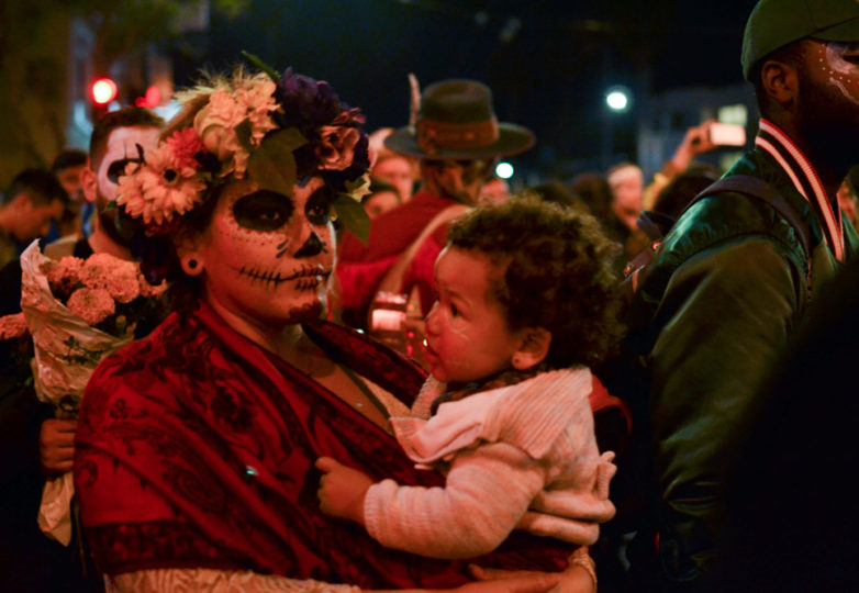 Visitors from San Francisco and beyond participate in the main procession on Dia de Muertos as it marches down Mission Street, San Francisco, on Friday November 2, 2018. Photo: Mabel Jiménez/Calle 24