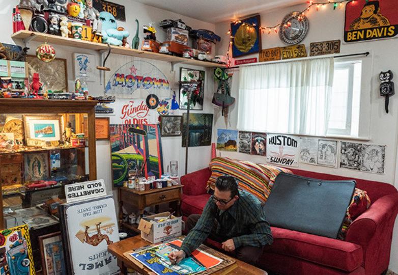 George Crampton-Glassanos trabaja en una pieza para su próxima exposición, en la sala de su estudio en San Francisco. Foto: Mark Jason Quines