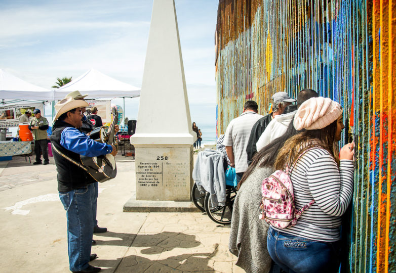 Street musicians serenade families who meet on both sides of the U.S.-Mexico border at Playas de Tijuana, Sunday March 10, 2019. Photo: Mabel Jiménez