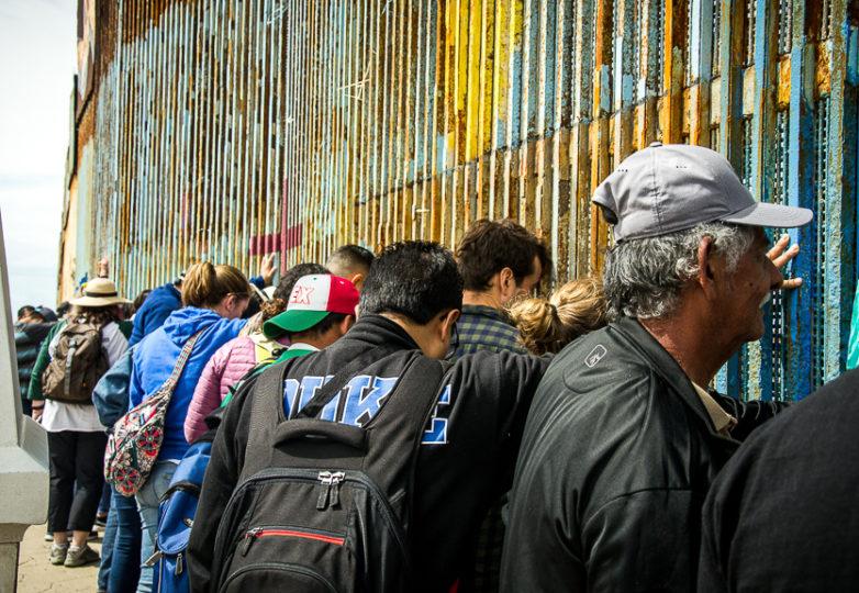 Asistentes a un sermón dominical, bilingüe y binacional en la frontera con los EEUU. Foto: Mabel Jiménez
