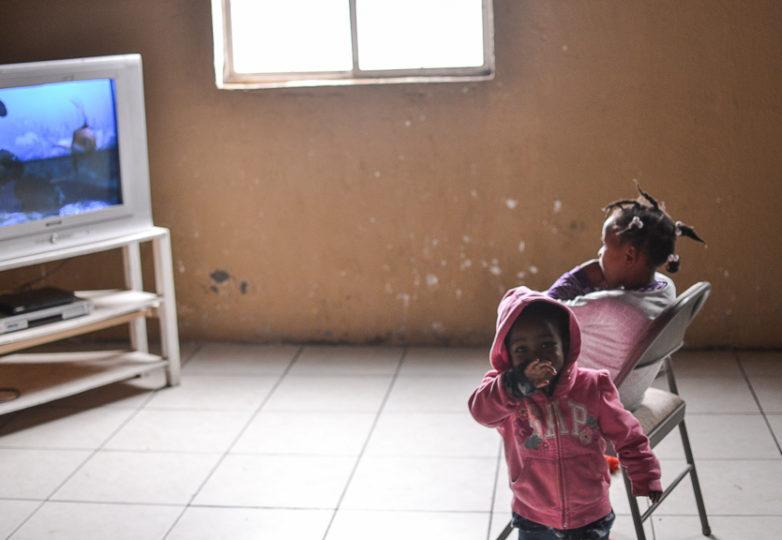 Children watche TV in the kitchen room of Embajadores de Jesus church and community, Feb. 26, 2019 in the Cañon del Alacrán neighborhood of Tijuana, Mexico. Photo: Mabel Jiménez